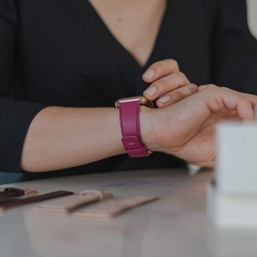 Scarlets-velvet-AW-nappa-leather-band-close-up-on-a-femmine-wrist