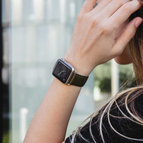 Musk-Apple-watch-green-nappa-leather-band-with-a-hand-on-her-hairs