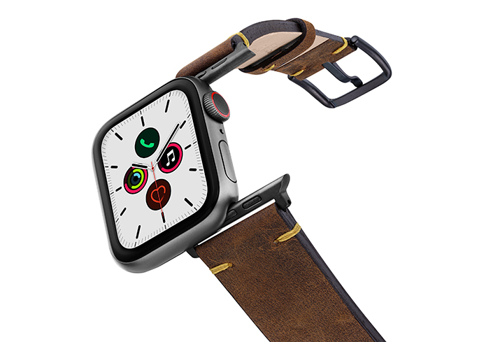 Old-Brown-AW-vintage-leather-band-on-air-with-space-grey-adaptors