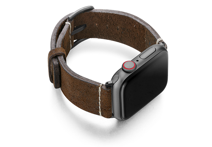 Cottage-Chocolate-AW-heritage-leather-band-with-space-grey-case-on-right