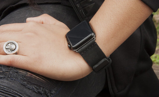 forest-black-heritage-Apple-watch-leather-band-sportwear-woman