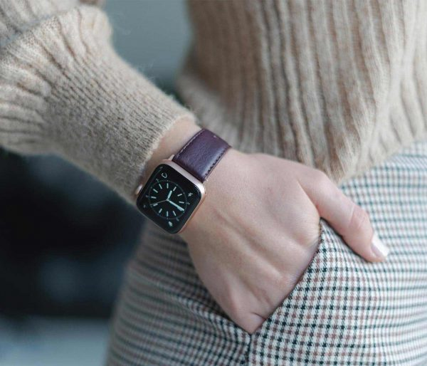 Burgundy-Apple-watch-nappa-calf-leather-band-close-up-on-dial