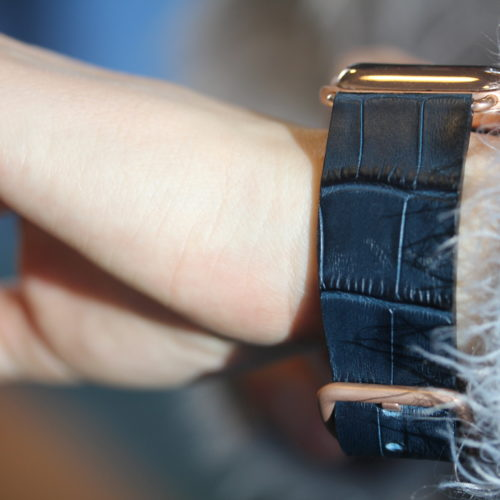 Global-Waters-Apple-watch-genuine-leather-band-for-her-on-wrist