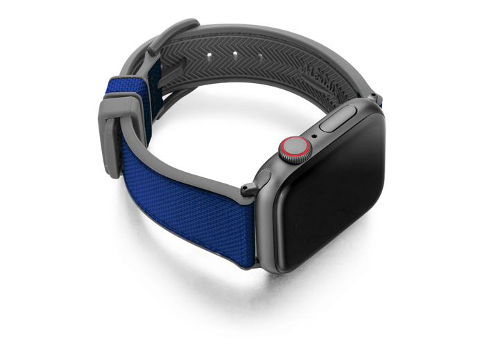 Deep_ocean_AW-Blu-natural-rubber-band-with-right-case-in-a-grey-lining-version