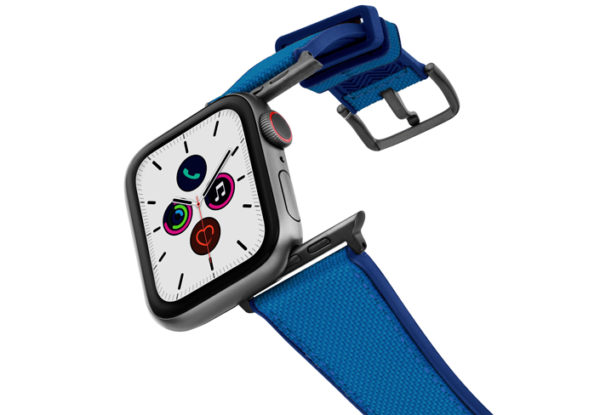 Electric_Blue_Apple_watch-caoutchouc_band_with_space_grey_case_on_air