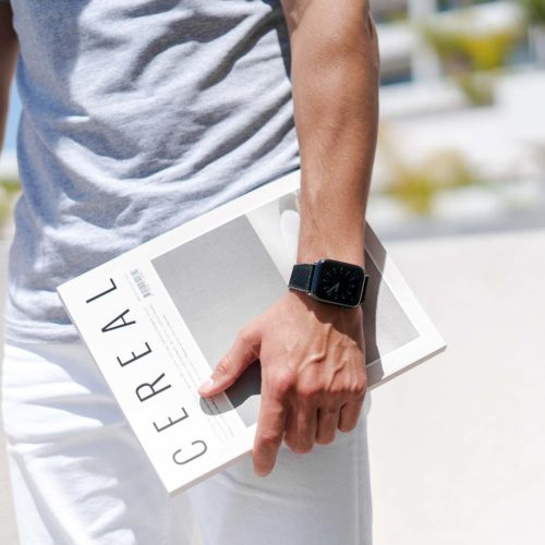 Gloomy-Apple-watch-black-rubber-band-keeping-a-magazine