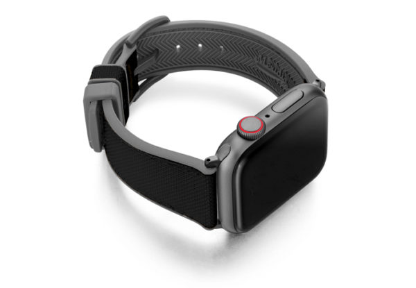 Gloomy_Apple_watch_black_caoutchouc_band_with_case_on_lright