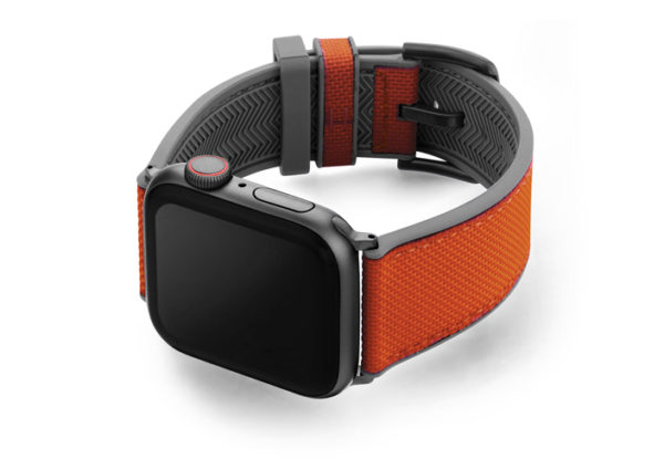 Lobster_Apple_Watch_caoutchouc-band-with-a-space-grey-case-on-left