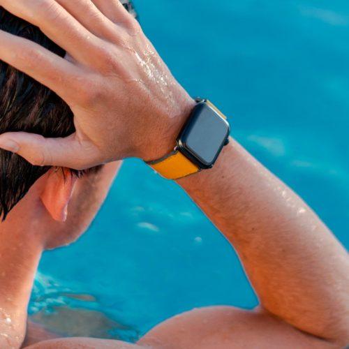Submarine-Apple-watch-yellow-rubber-band-swimming-workout