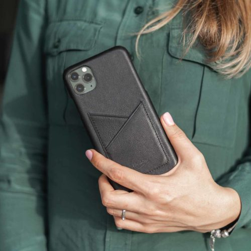 Carbon-Core-iPhone-11-Pro-Max-behond-of-a-green-shirt