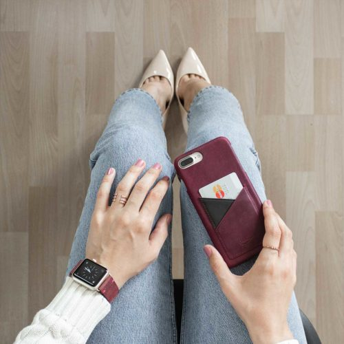 Grapevine-Iphone-bordeaux-leather-case-on-top-of-a-woman-jeans-bs