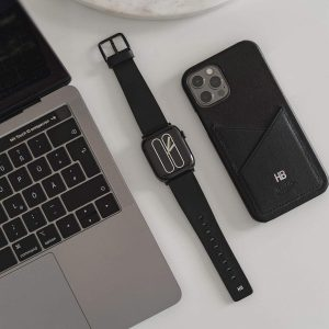 Carbon_Core-Cassel-Apple-black-combo-products-close-to-a-silver-macbook-pro