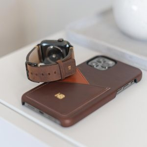 Old_Brown-Cigar-Apple-Combo-dark-brown-products-on-top-a-white-desk