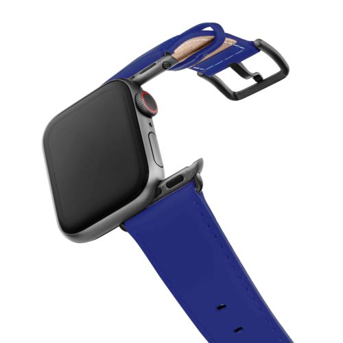 Blueberry-Summer-AW-fluo-blue-nappa-band-with-case-on-air