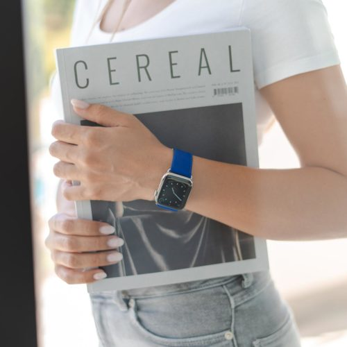 Blueberry Summer-Apple-watch-blue-fluo-band-keeping-aon-hand-a-cereal-magazine-bs