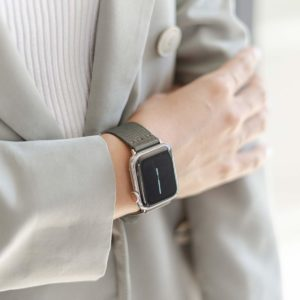 Apple-watch-green-recycled-ocean-plastic-band-woman-classic-outfit