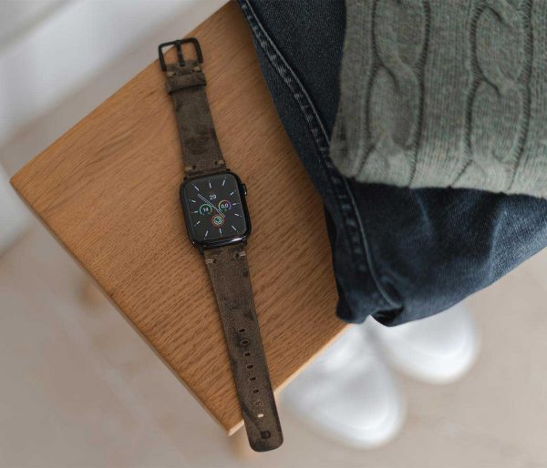 Apple-watch-green-grey-ancient-calf-leather-band-close-to-urban-outfit