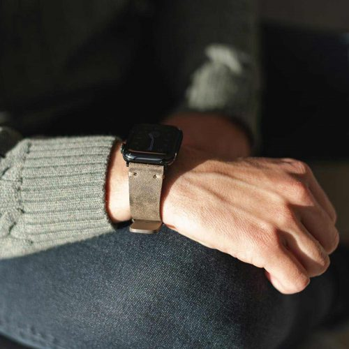 Apple-watch-green-grey-ancient-calf-leather-band-in-a-sunny-day