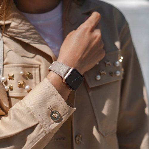 Bisque-Apple-watch-recycled-vegan-band-for-her-casual-outfit-sunny-day